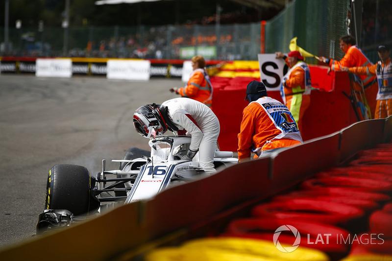 Шарль Леклер, Sauber C37, зійшов після контакту з болідом Фернандо Алонсо, McLaren