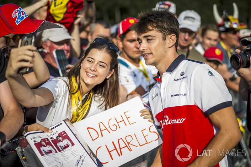 Charles Leclerc, Sauber fans selfie