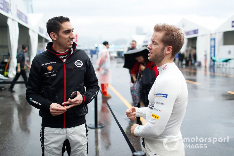 Sébastien Buemi, Nissan e.Dams, Sam Bird, Envision Virgin Racing chat in the pit lane