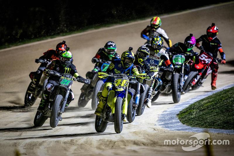 Valentino Rossi y Franco Morbidelli lideran el pelotón en el Motor Ranch