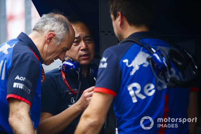 Franz Tost, Team Principal, Scuderia Toro Rosso, and Toyoharu Tanabe, F1 Technical Director, Honda, on the pit wall