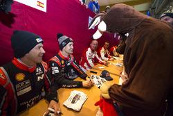 Dani Sordo, Marc Marti, Hyundai Motorsport, signing autographs