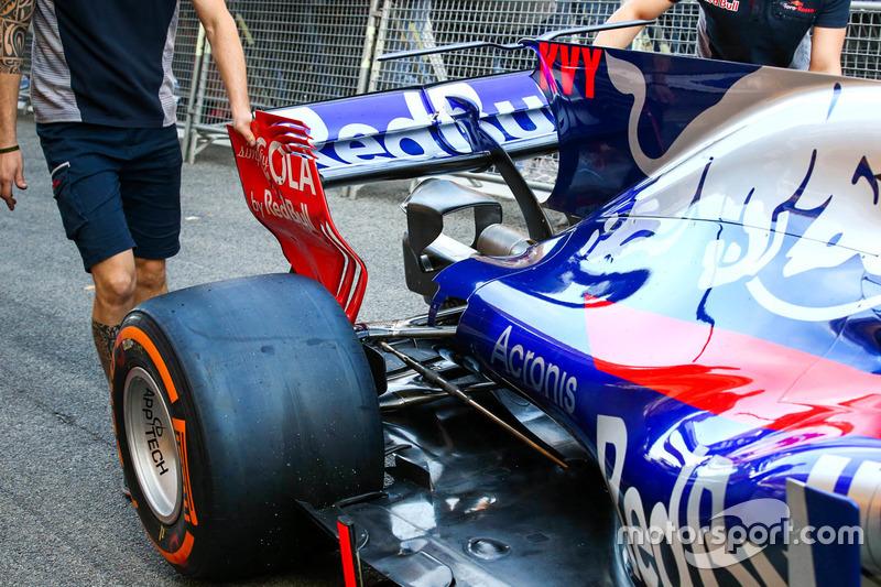 Scuderia Toro Rosso STR12, фрагмент