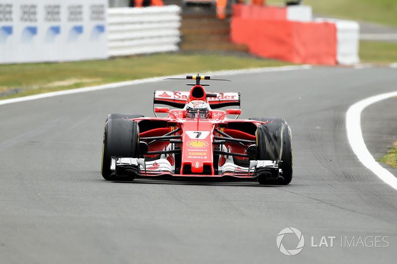 Kimi Raikkonen, Ferrari SF70H, pneumatico anteriore delaminato