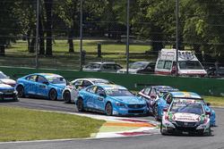 Tiago Monteiro, Honda Racing Team JAS, Honda Civic WTCC lead at the start
