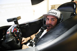 Fernando Alonso in the Honda Performance Development simulator