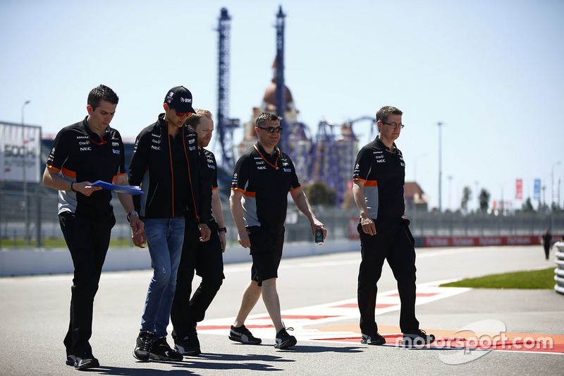 Esteban Ocon, Sahara Force India F1 VJM10, conducts a track walk