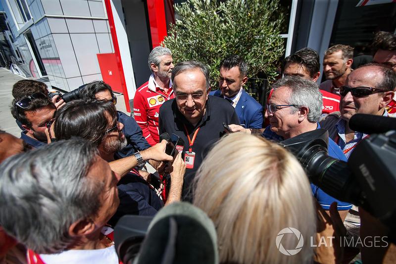 Sergio Marchionne, CEO de FIAT, habla con los medios de comunicación