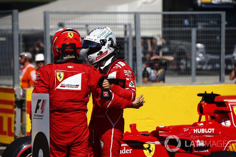 Ganador de la pole Sebastian Vettel, Ferrari, segundo lugar Kimi Raikkonen, Ferrari