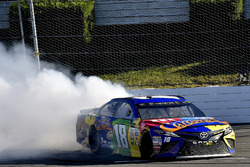 Yarış galibi Kyle Busch, Joe Gibbs Racing Toyota