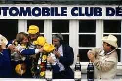 Podium: Hans-Joachim Stuck, Al Holbert, Derek Bell, Rothmans Porsche 962C