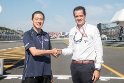 Direktur Arai, Akihito Arai dan Managing Director Commercial Area Dorna Sports, Pau Serracanta