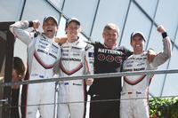 Overall winners #2 Porsche Team Porsche 919 Hybrid: Timo Bernhard, Earl Bamber, Brendon Hartley, team manager Fritz Enzinger, Head of Porsche LMP1