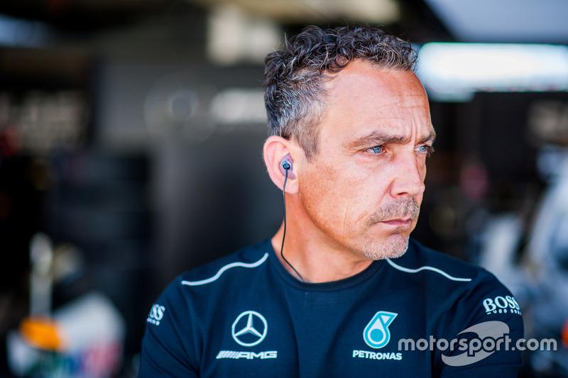 Сотрудник команды Mercedes