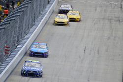 Jimmie Johnson, Hendrick Motorsports Chevrolet, Regan Smith, Richard Petty Motorsports Ford