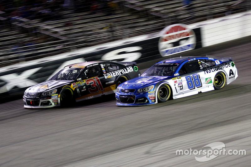 Ryan Newman, Richard Childress Racing Chevrolet e Dale Earnhardt Jr., Hendrick Motorsports Chevrolet