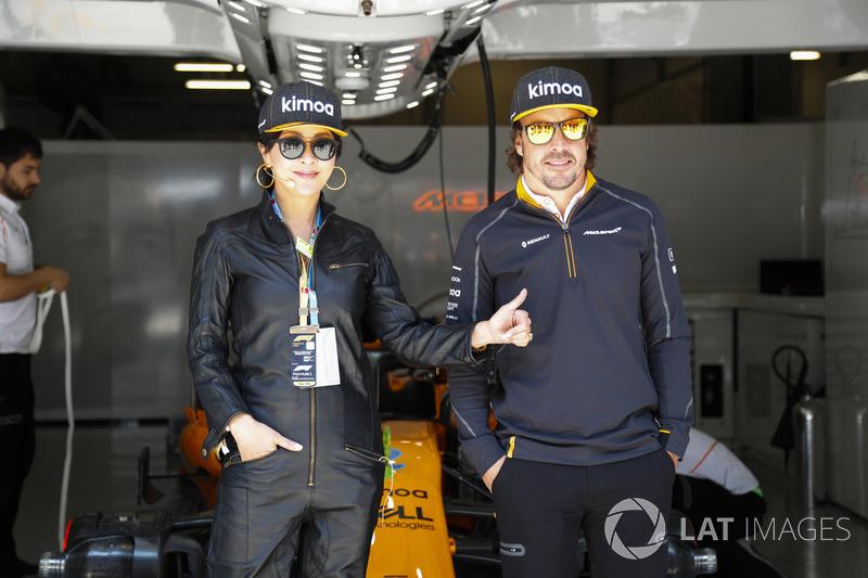 L'actrice Carina Lau avec Fernando Alonso, McLaren