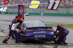 Denny Hamlin, Joe Gibbs Racing, Toyota Camry FedEx Office pit stop