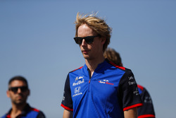Brendon Hartley, Toro Rosso, walks the track