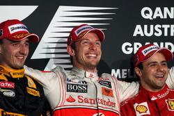 Podio: il secondo classificato Robert Kubica, Renault F1 Team, il vincitore della gara Jenson Button, McLaren, il terzo classificato Felipe Massa, Ferrari