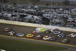 Kurt Busch, Stewart-Haas Racing Ford Fusion and Ryan Blaney, Team Penske Ford Fusion wreck