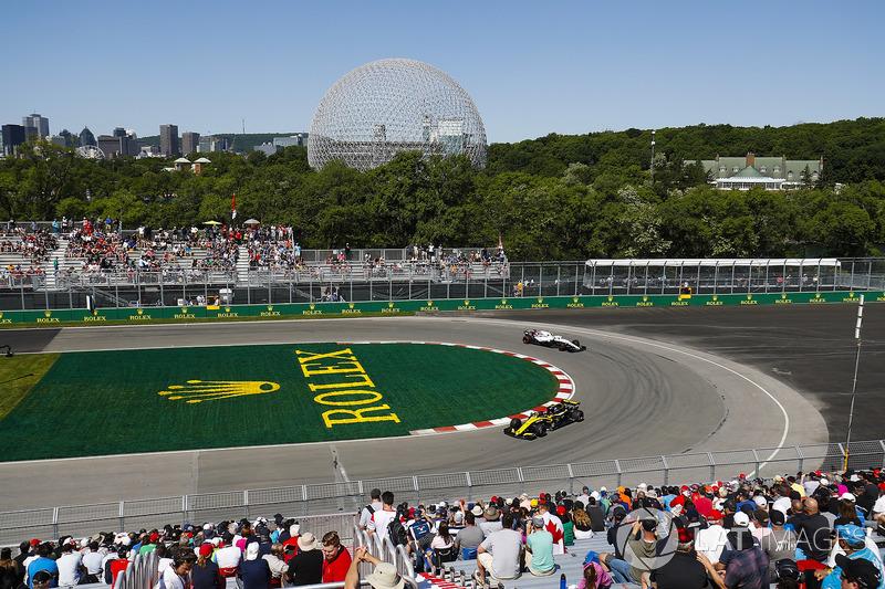 Carlos Sainz Jr., Renault Sport F1 Team R.S. 18, y Sergey Sirotkin, Williams FW41