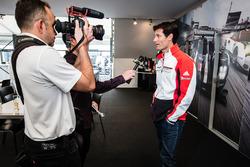 #1 Porsche Team Porsche 919 Hybrid: Mark Webber answers questions from Motorsport.com