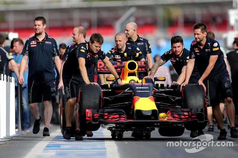 Red Bull Racing RB12 in the pitlane