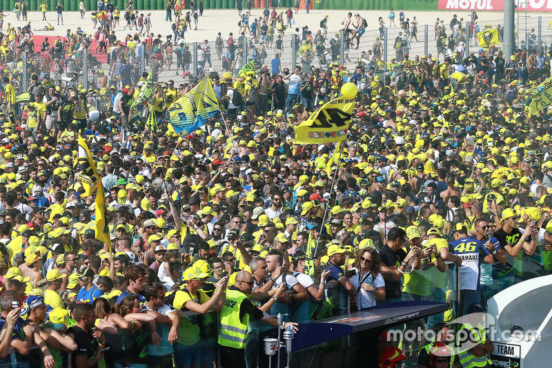 Valentino Rossi, Yamaha Factory Racing, fans