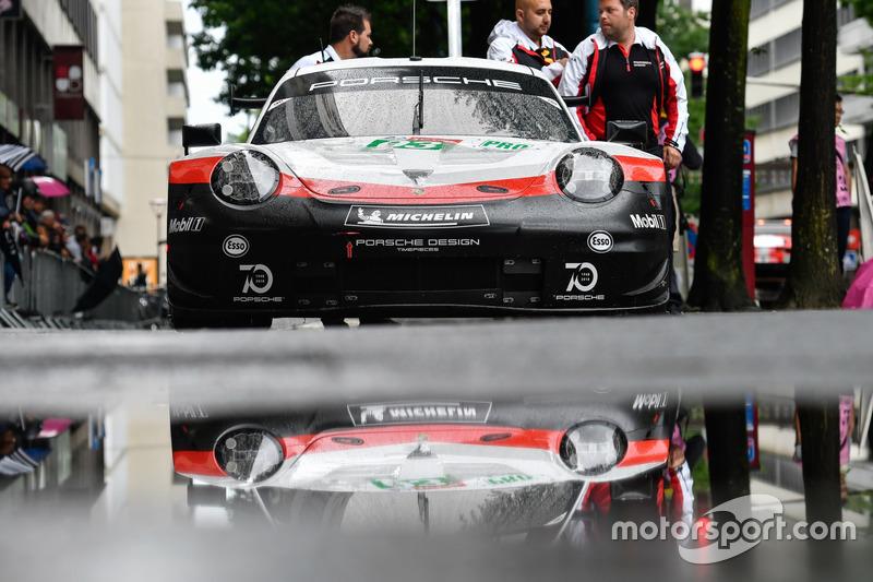 #93 Porsche GT Team Porsche 911 RSR