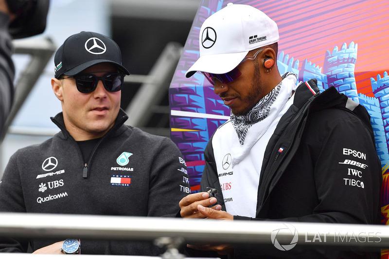 Valtteri Bottas, Mercedes-AMG F1 y Lewis Hamilton, Mercedes-AMG F1 Desfile de pilotos