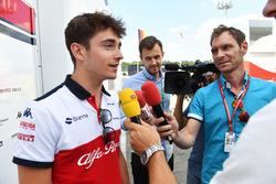 Charles Leclerc, Sauber, parle à la presse