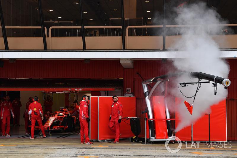 Humo en el garaje de Ferrari