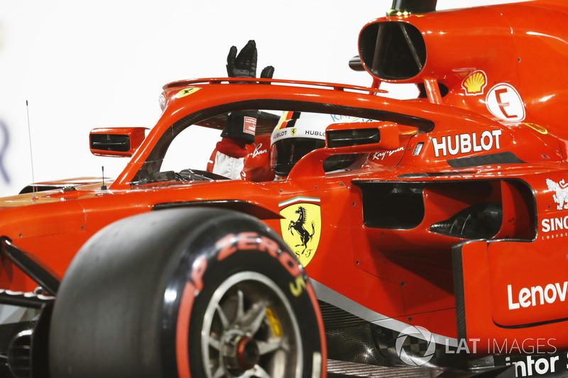 Sebastian Vettel, Ferrari SF71H, celebra después de tomar Pole Position