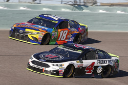 Kevin Harvick, Stewart-Haas Racing Ford Kyle Busch, Joe Gibbs Racing Toyota