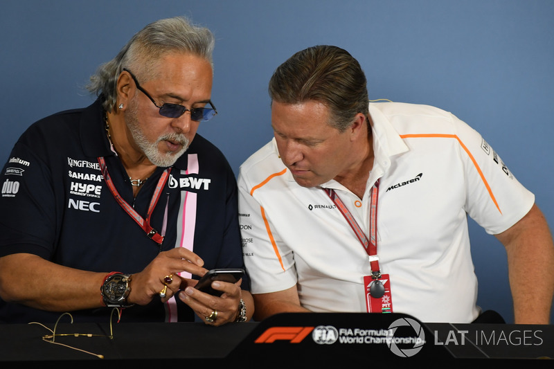 Il Dr. Vijay Mallya, proprietario del team Force India Formula One e Zak Brown, CEO McLaren Racing, nella conferenza stampa
