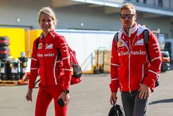 Sebastian Vettel, Ferrari con su PR Britta Roeske