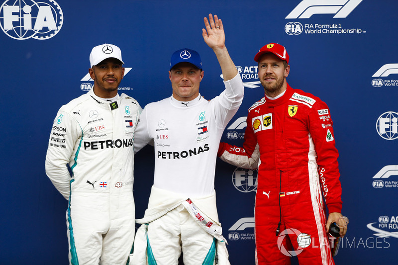 Il poleman Valtteri Bottas, Mercedes AMG F1, il secondo qualificato Lewis Hamilton, Mercedes AMG F1, il terzo qualificato Sebastian Vettel, Ferrari