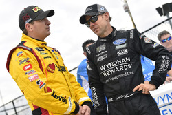 Michael McDowell, Front Row Motorsports, Ford Fusion Love's Travel Stops and Matt Kenseth, Roush Fenway Racing, Ford Fusion Wyndham Rewards