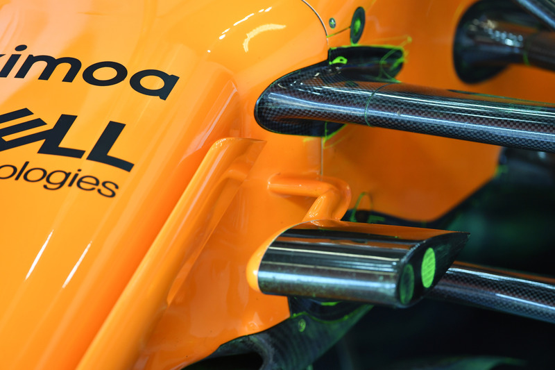 Детали передней подвески McLaren MCL33