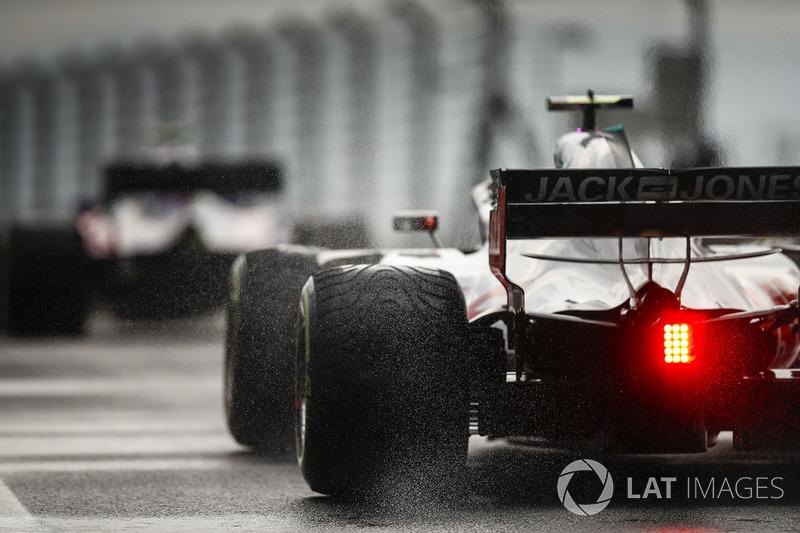 Romain Grosjean, Haas F1 Team VF-18 en pneus intermédiaires