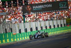 Lewis Hamilton, Mercedes AMG F1 W09, 1º, en el final de la carrera