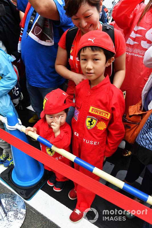 Young Ferrari fans
