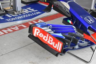 Vue détaillée de l'aileron avant de la Scuderia Toro Rosso STR13