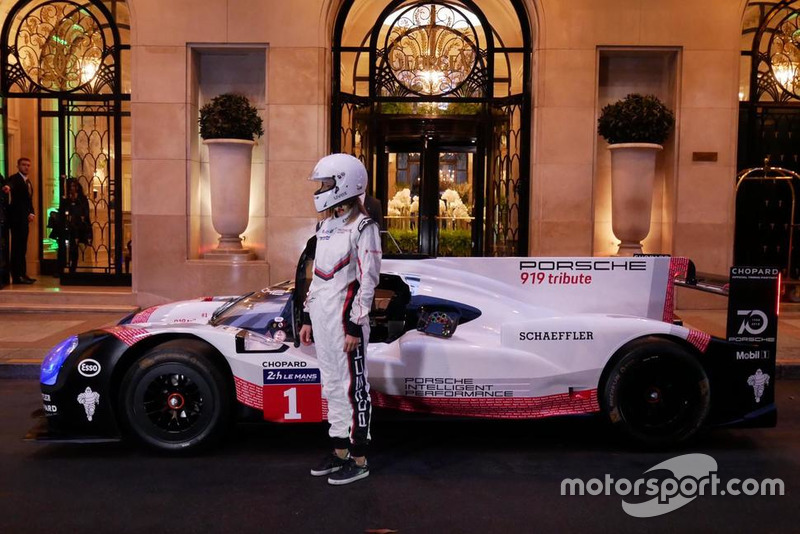 La Porsche 919 Tribute dans les rues de Paris