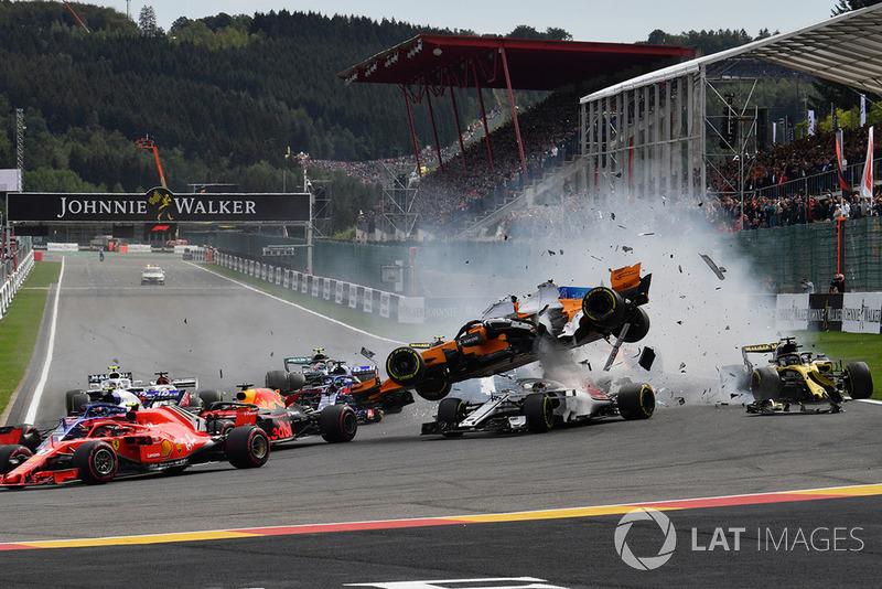 Accidente en la salida de Fernando Alonso, McLaren MCL33