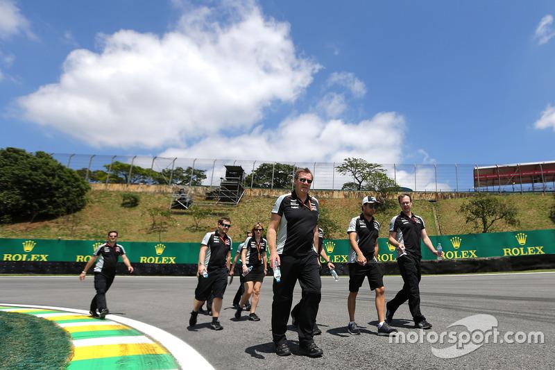 Sergio Perez, Sahara Force India F1 walks the circuit with the team