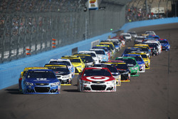 Start: Alex Bowman, Hendrick Motorsports Chevrolet, Kyle Larson, Chip Ganassi Racing Chevrolet lead