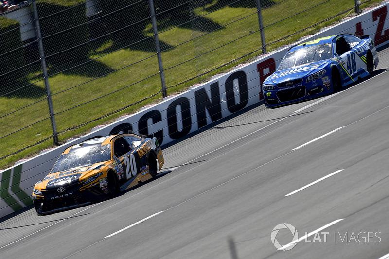Matt Kenseth, Joe Gibbs Racing Toyota, Jimmie Johnson, Hendrick Motorsports Chevrolet