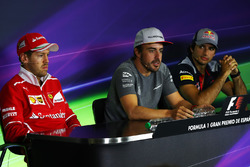 Sebastian Vettel, Ferrari, Fernando Alonso, McLaren y  Carlos Sainz Jr., Scuderia Toro Rosso en la conferencia de prensa de la FIA